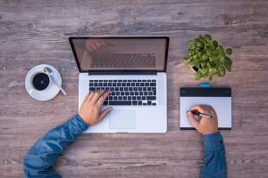 Webdesigner bietet Webseiten-Pflege